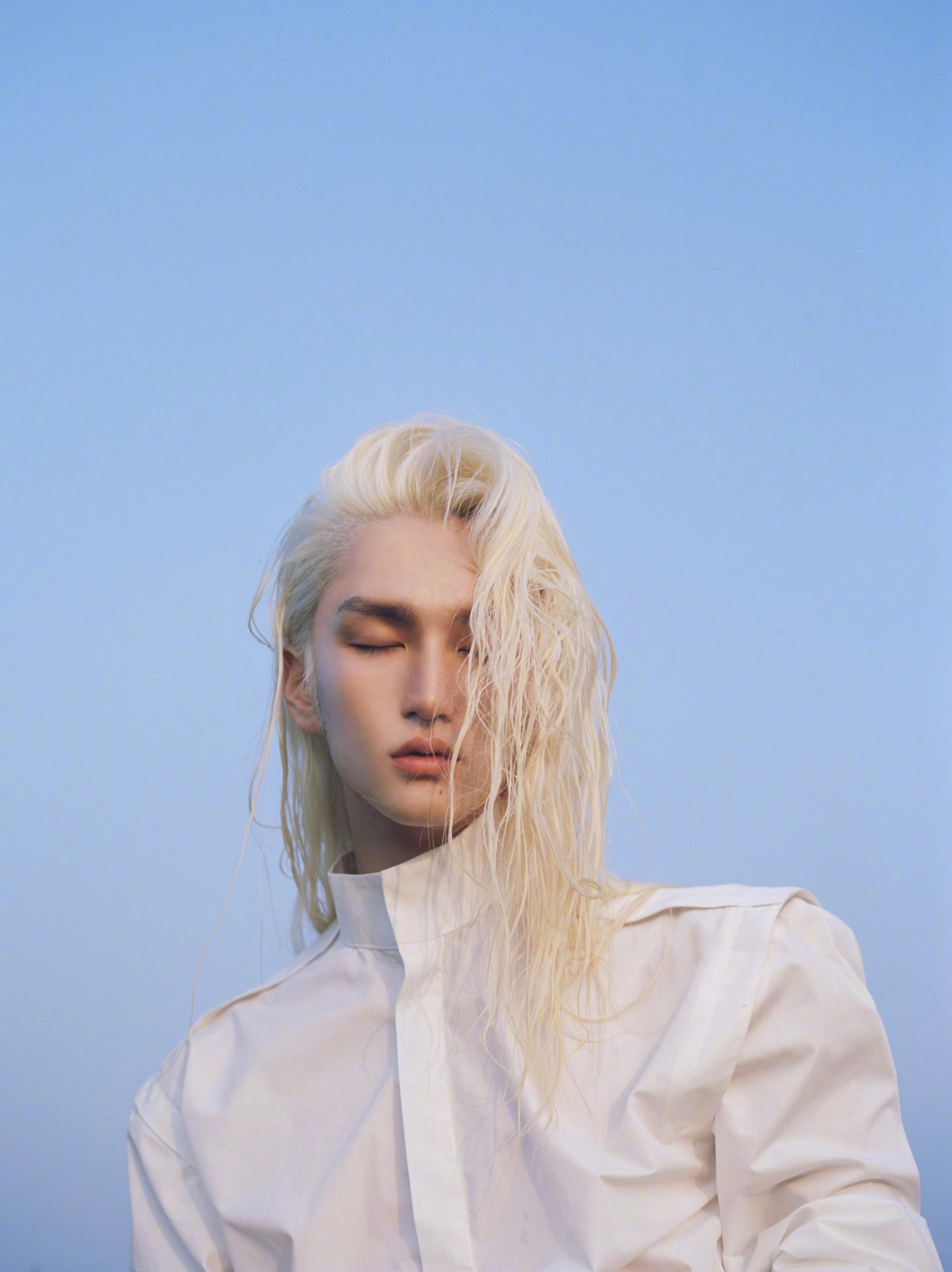 Tinh Dã - mỹ nam tóc dài đẹp như tranh một thời: Đã cắt phăng mái tóc thương hiệu, công khai bạn trai bảnh bao tựa tài tử - Ảnh 2.