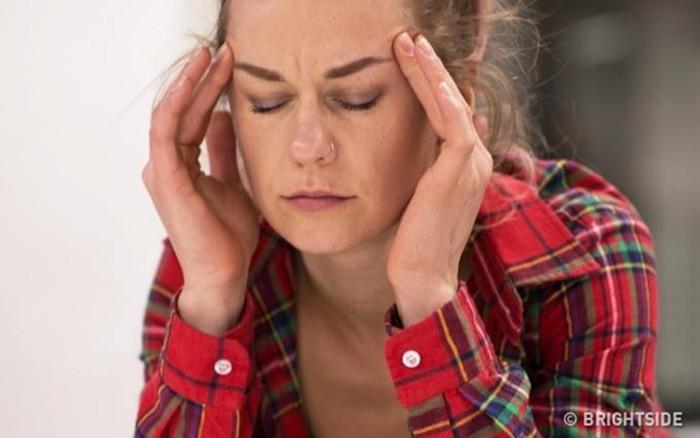 Nếu một ngày thấy tóc rụng, mụn chi chít, thèm ăn không kiểm soát, bạn có thể đã mất cân bằng nội tiết tố