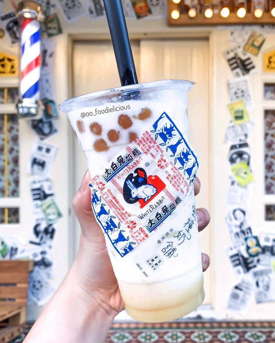 Giới trẻ Trung Quốc đổ xô đi mua trà sữa có giá siêu đắt 1,7 triệu/cốc, lý do đằng sau khiến nhiều người nể phục - Ảnh 9.