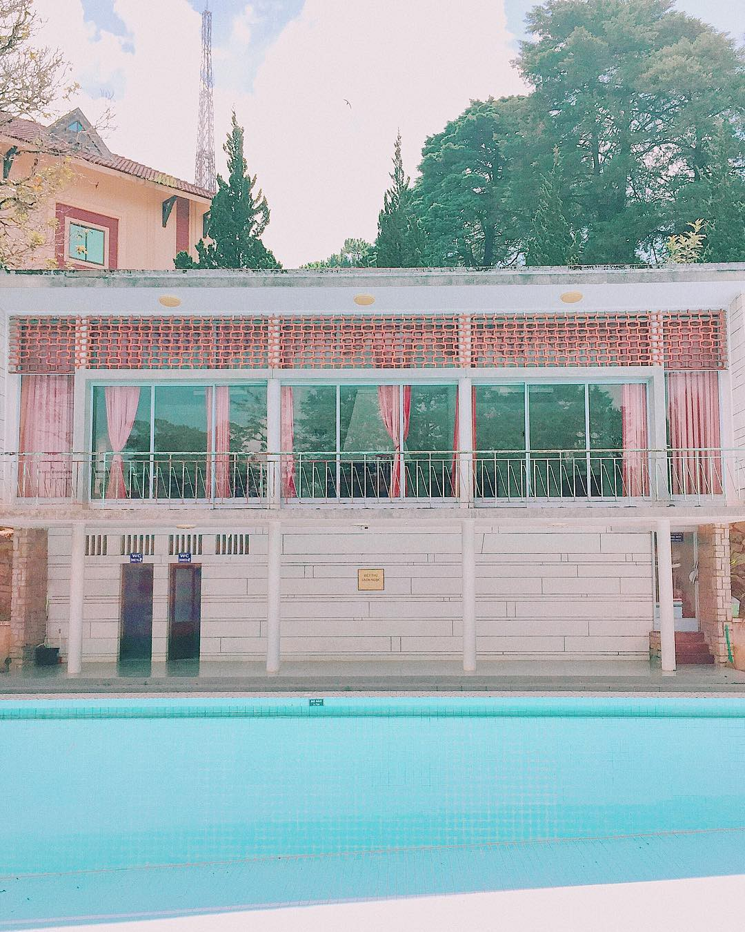 Đến lạy hội ghiền Đà Lạt vì lại tìm ra góc sống ảo mới, lần này chính là… một cái hồ bơi cạn sạch nước? - Ảnh 15.