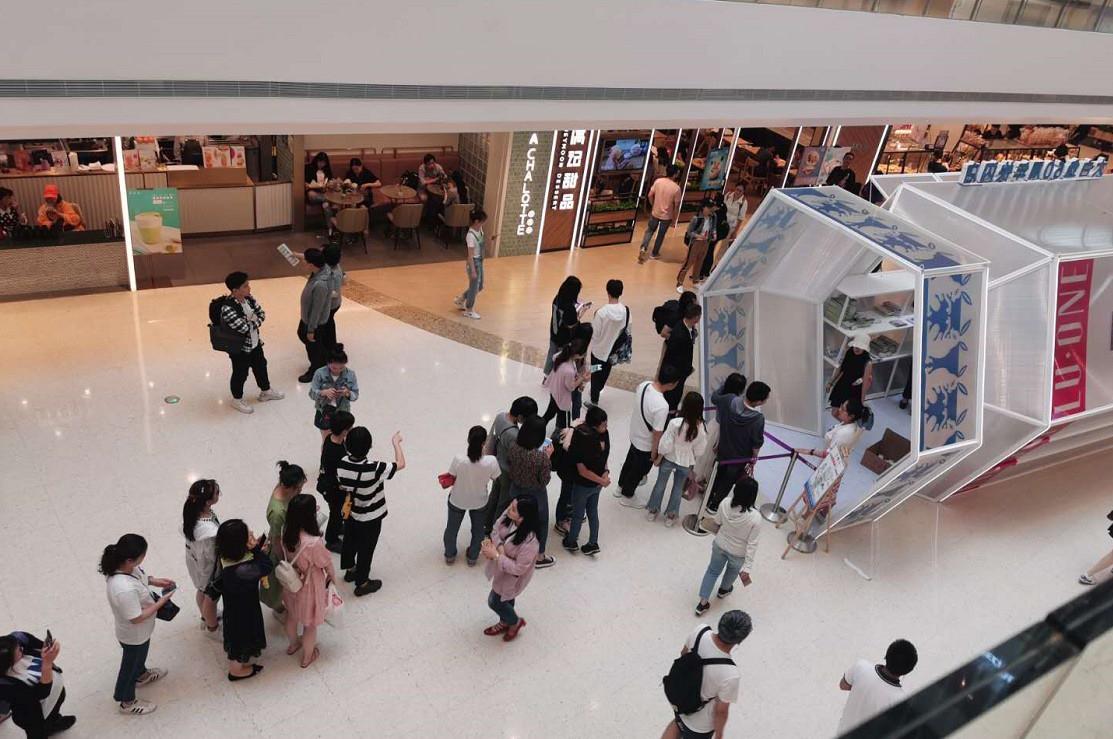 Giới trẻ Trung Quốc đổ xô đi mua trà sữa có giá siêu đắt 1,7 triệu/cốc, lý do đằng sau khiến nhiều người nể phục - Ảnh 4.