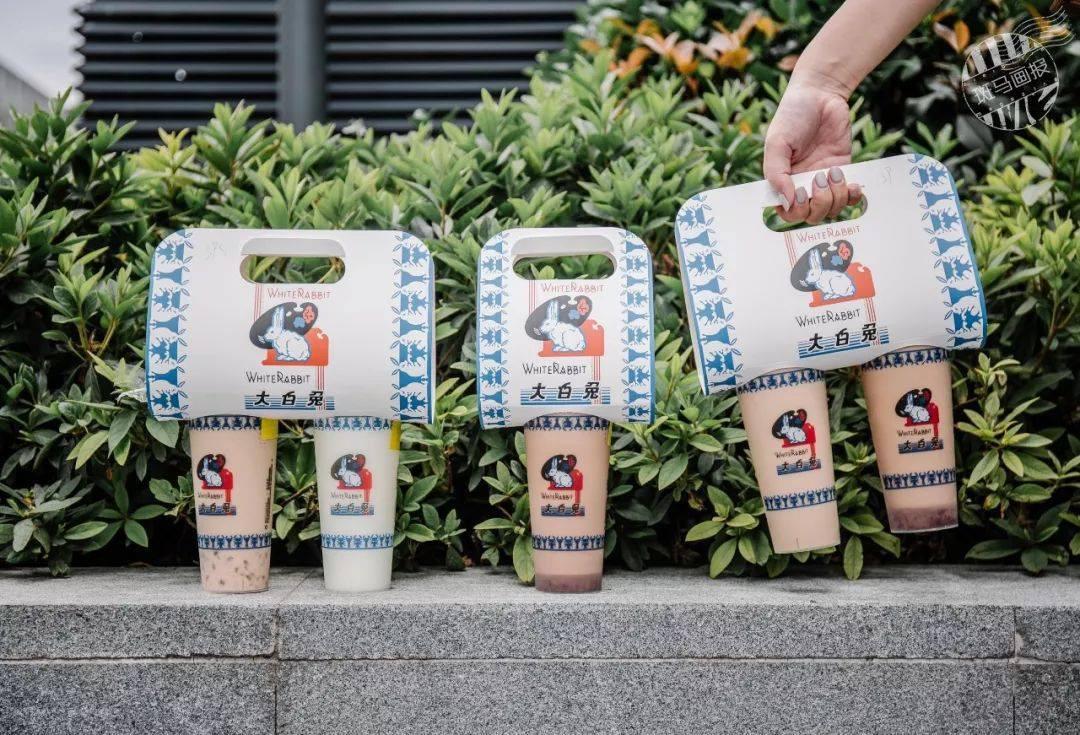 Giới trẻ Trung Quốc đổ xô đi mua trà sữa có giá siêu đắt 1,7 triệu/cốc, lý do đằng sau khiến nhiều người nể phục - Ảnh 2.