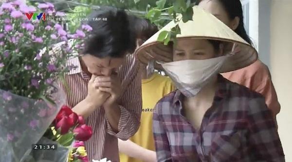 'Về nhà đi con' lấy hết nước mắt của khán giả khi 3 chị em Huệ - Thư - Dương gặp lại 'mẹ' 3