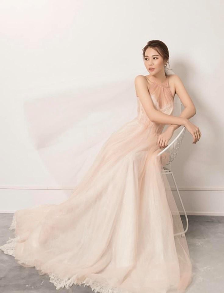 Ngày cưới chưa được hé lộ, NTK Việt đã bật mí thêm mẫu váy cưới Đàm Thu Trang dự kiến mặc trong hôn lễ sắp tới - Ảnh 2.