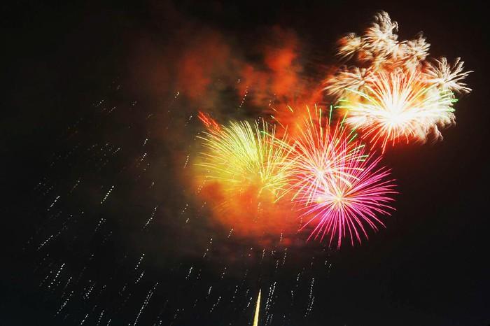Bắn pháo hoa khai mạc tuần lễ Văn hóa Du lịch ở đảo Lý Sơn