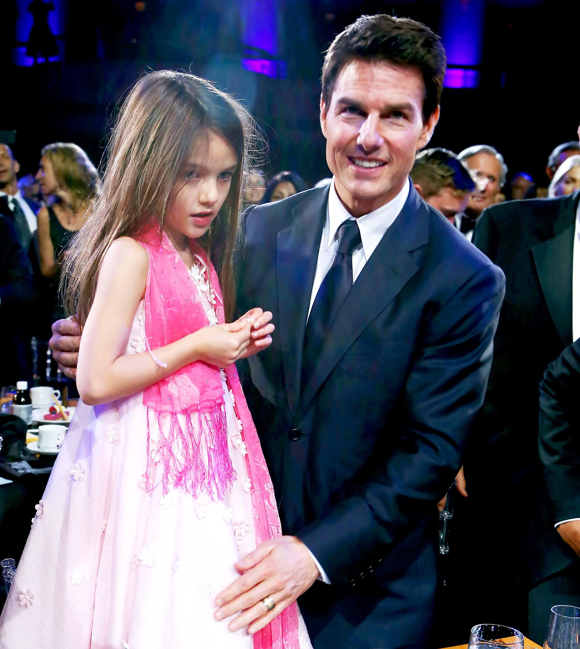 Sau bao năm, minh tinh Katie Holmes thú nhận trong nước mắt: Suri không phải con ruột của Tom Cruise? - Ảnh 2.