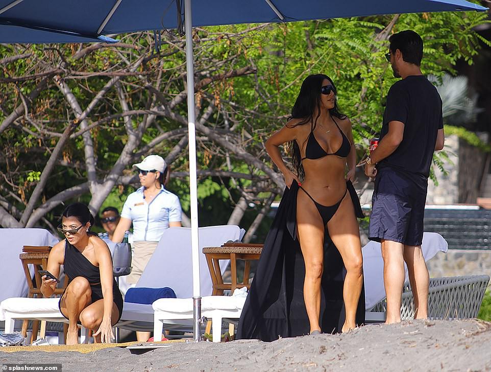 Dù ai nói ngả nói nghiêng, Kim Kardashian diện bikini khoe trọn 2 vòng siêu khủng vẫn gây bão mạnh đúng không cả nhà? - Ảnh 6.
