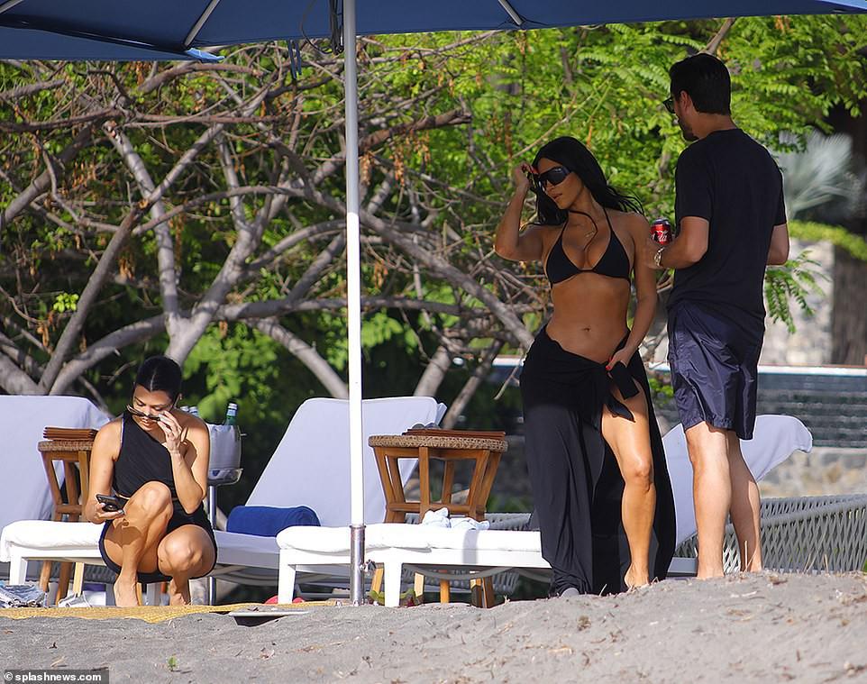 Dù ai nói ngả nói nghiêng, Kim Kardashian diện bikini khoe trọn 2 vòng siêu khủng vẫn gây bão mạnh đúng không cả nhà? - Ảnh 5.