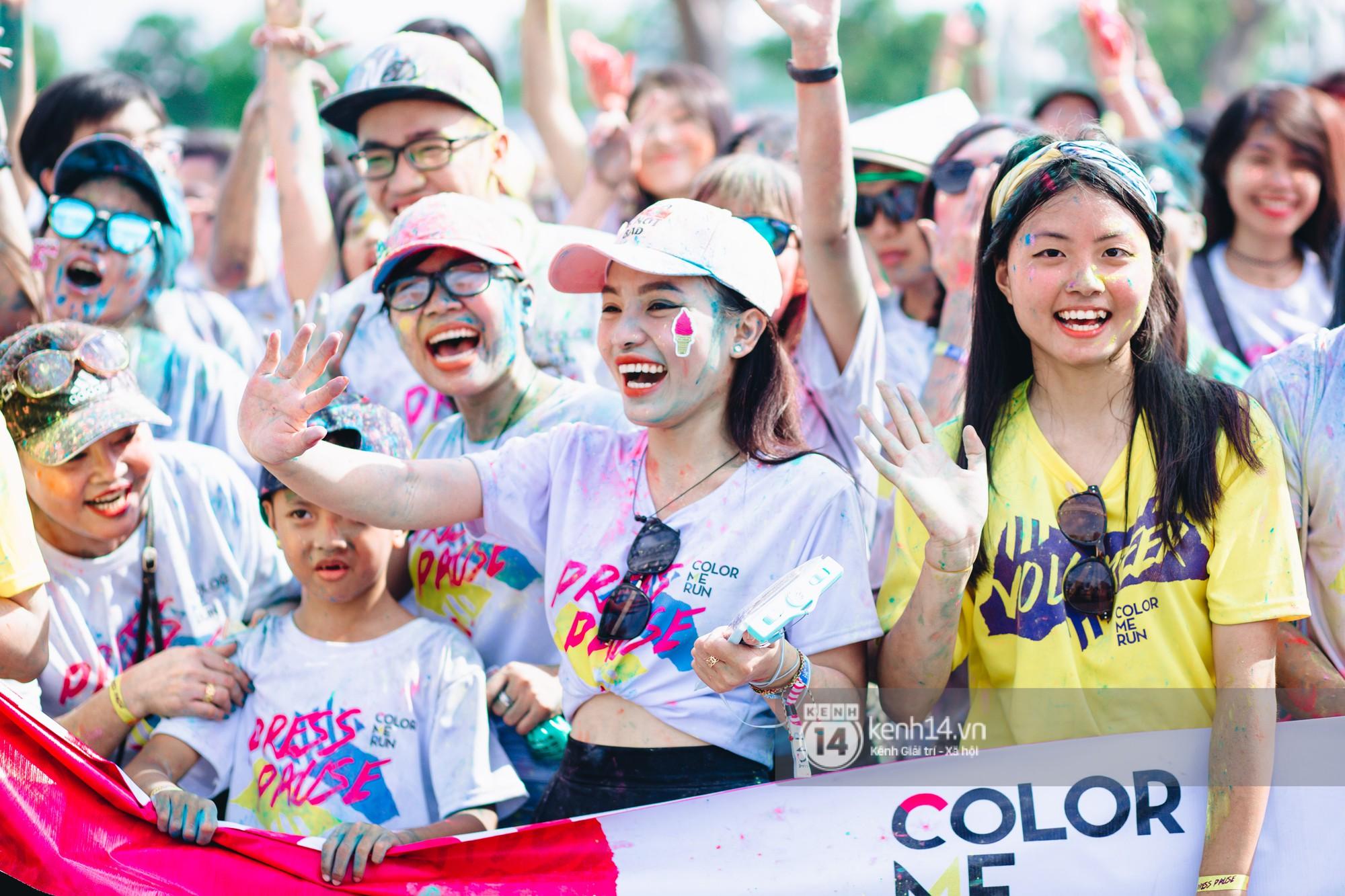 Bất chấp mặt mũi lấm lem, hội girl xinh vẫn chiếm hết spotlight tại Color Me Run - Ảnh 4.
