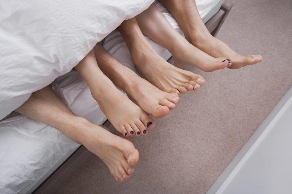 Chuyên gia nhận định: 80% các phương pháp tẩy lông vùng kín có thể làm tăng nguy cơ lây truyền bệnh qua đường tình dục - Ảnh 5.
