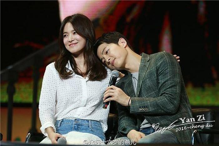 Giữa 'bão' ly hôn, những hình ảnh 'ngọt lịm' của Song - Song khiến fan tiếc nuối