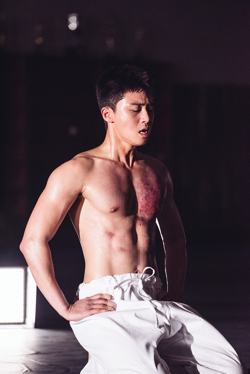 """""""Bỏng mắt cấp độ báo động"""" với body của """"phó chủ tịch"""" Park Seo Joon: Ai ngờ sau khuôn mặt thư sinh lại là 6 múi cực phẩm - Ảnh 11."""