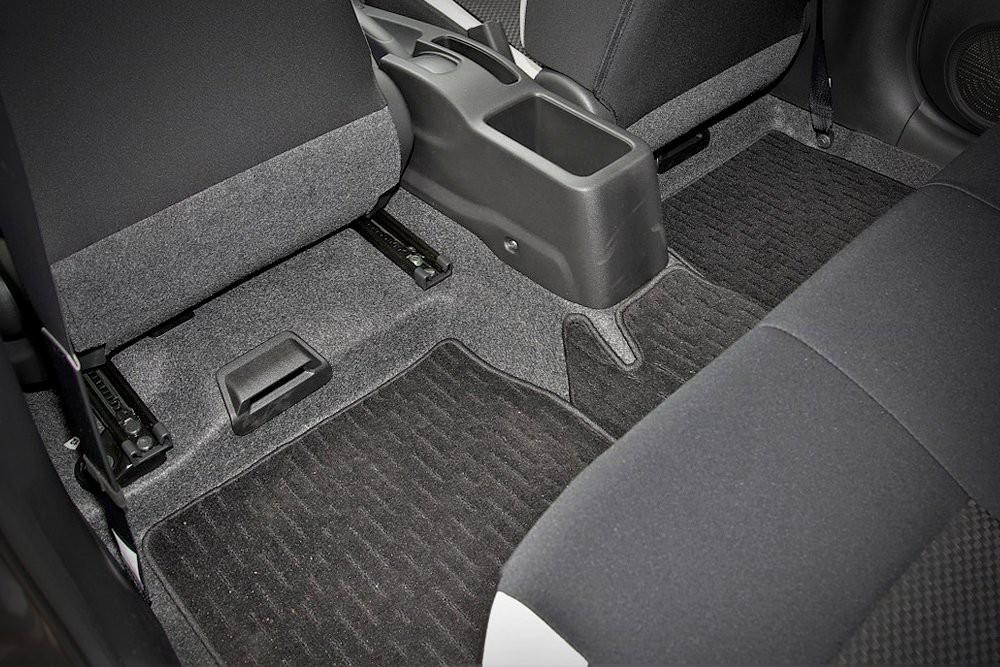 Sự thật về những tấm thảm trải trong ôtô: để chùi chân hay vì những lợi ích lớn lao nào khác? - Ảnh 2.