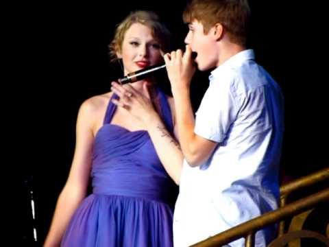Ai ngờ trước khi cạch mặt, Taylor Swift và Justin Bieber đã từng thân đến mức tưởng chị chị em em mãi mãi bền lâu - Ảnh 9.