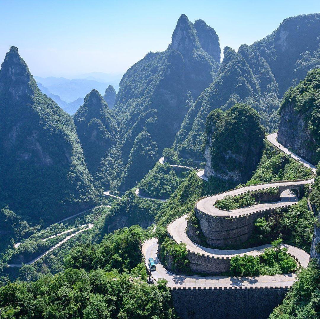 Thiên Môn Sơn - Đường lên cổng trời ở Trung Quốc khiến hội yếu tim phải khóc thét với 99 khúc cua dựng đứng - Ảnh 3.
