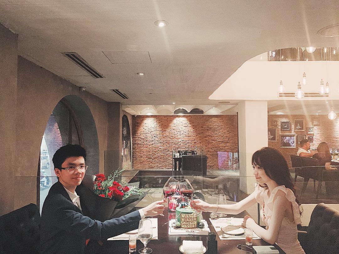 Couple yêu xa vượt biên giới: Hết đẳng cấp rich kid ship phở vào Sài Gòn đến test son sẵn cho bạn gái khiến fan gato điên đảo - Ảnh 6.