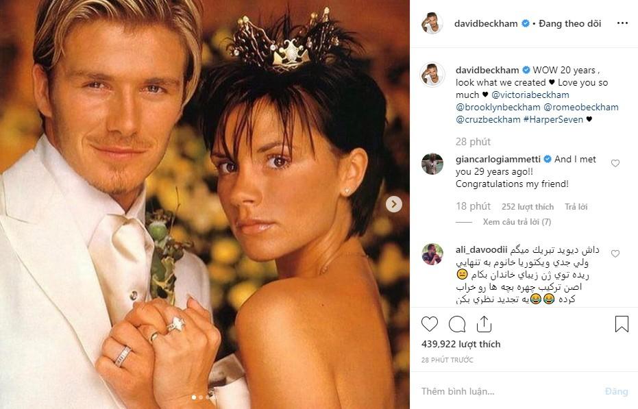 Cả gia đình chúc mừng kỷ niệm 20 năm ngày cưới Beckham - Victoria, Brooklyn gây chú ý nhưng không bằng Harper - Ảnh 1.