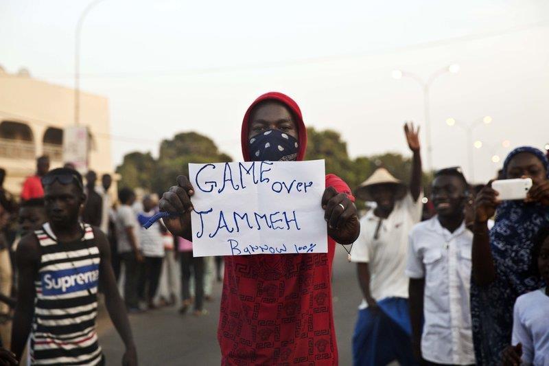 Bi kich mot hoa hau bi 'tong thong ty nam' Gambia cuong hiep hinh anh 1