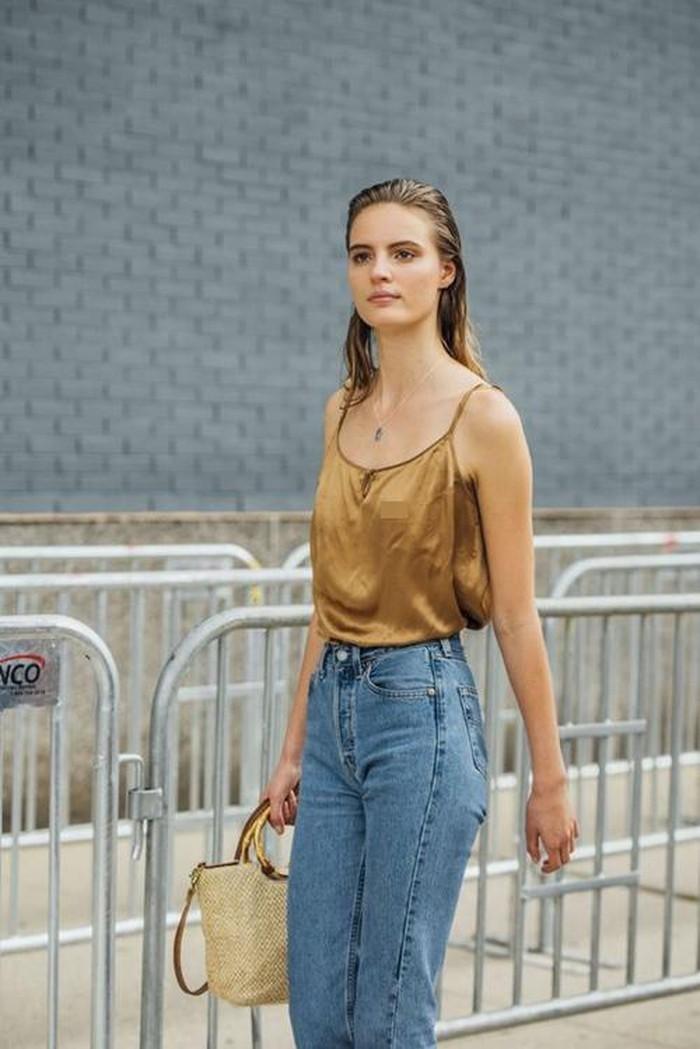 4 kiểu áo các quý cô sành điệu thường mặc với jeans