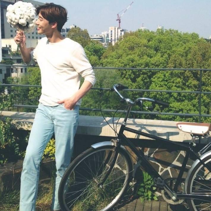 """""""Tổng tài"""" vạn người mê Park Seo Joon – không chỉ đẹp trai trên phim mà ảnh chụp vội khoe nhan sắc và body cũng là cực phẩm - Ảnh 8."""
