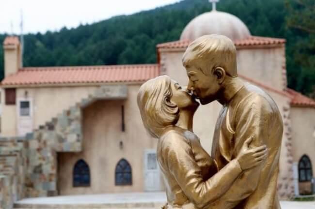 Số phận của bức tượng Hậu duệ mặt trời nổi tiếng sẽ ra sao sau khi Song - Song ly hôn? - Ảnh 1.
