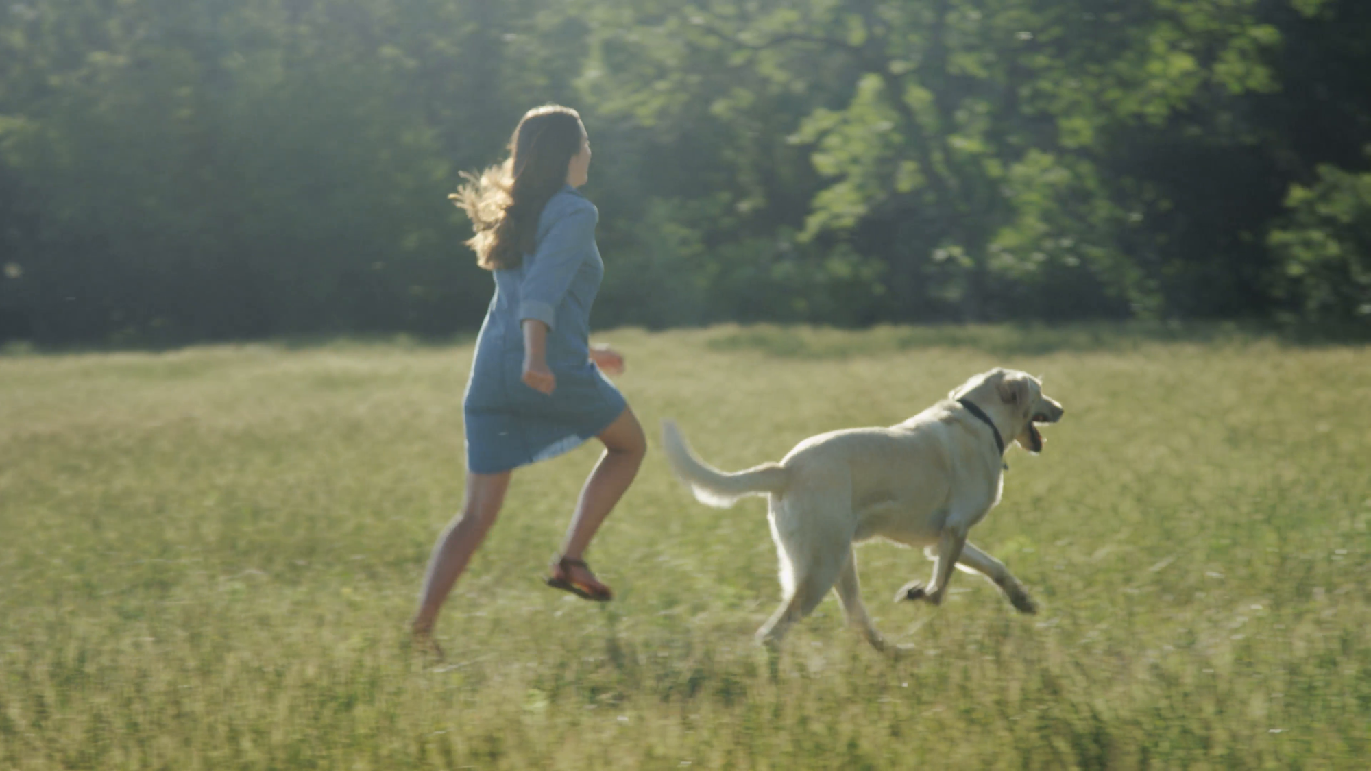 girl-running-through-field-with-dog_ed-kgrvkl__F0004