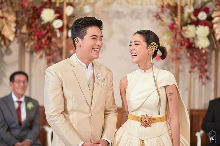 Mỹ nữ 'Tình yêu không có lỗi, lỗi ở bạn thân' gợi cảm trong ngày cưới