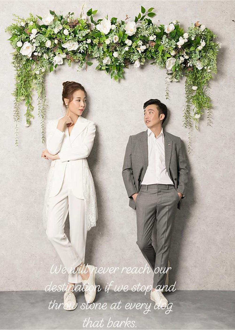 Clip: Đàm Thu Trang bật khóc khi được Cường Đô La bất ngờ cầu hôn và tặng hoa trên biển - Ảnh 6.