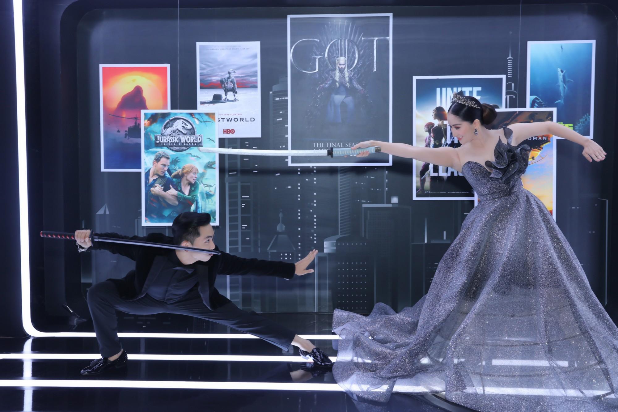 Elly Trần lên đồ cosplay Mẹ Rồng, ai ngờ bị màn vác kiếm choảng nhau của vợ chồng Khánh Thi giựt spotlight - Ảnh 10.