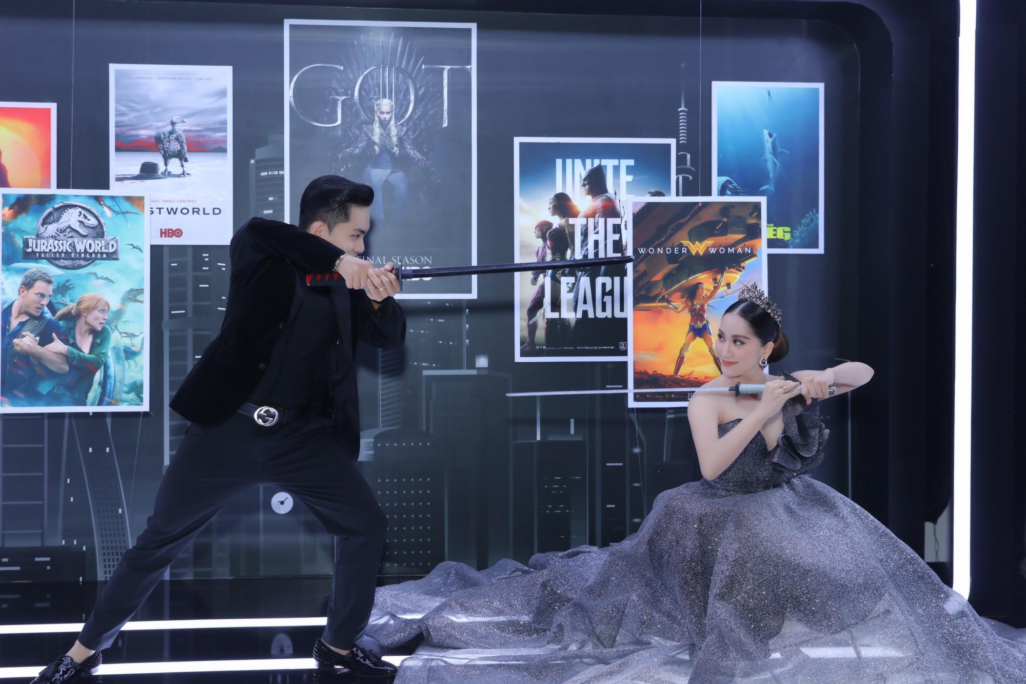 Elly Trần lên đồ cosplay Mẹ Rồng, ai ngờ bị màn vác kiếm choảng nhau của vợ chồng Khánh Thi giựt spotlight - Ảnh 11.