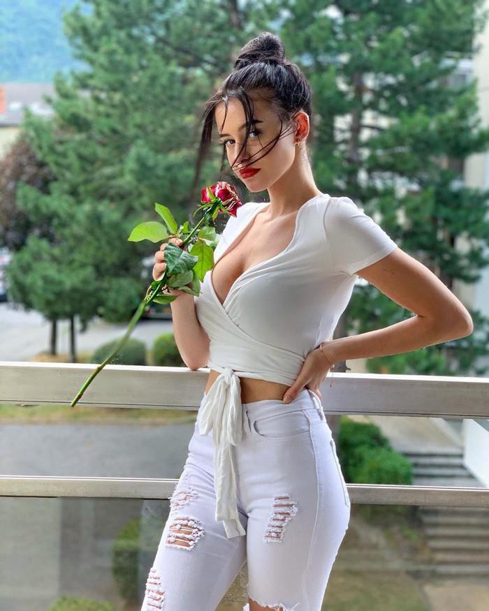 Loạt hot girl 2K cá tính, gợi cảm đang 'thống trị' mạng xã hội