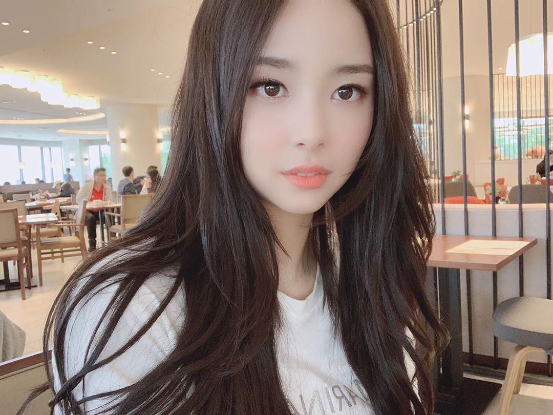 Tân Hoa hậu Hàn Quốc 2019: makeup càng nhạt lại càng xinh, nổi bật nhất là khi lên đồ đơn giản - Ảnh 2.