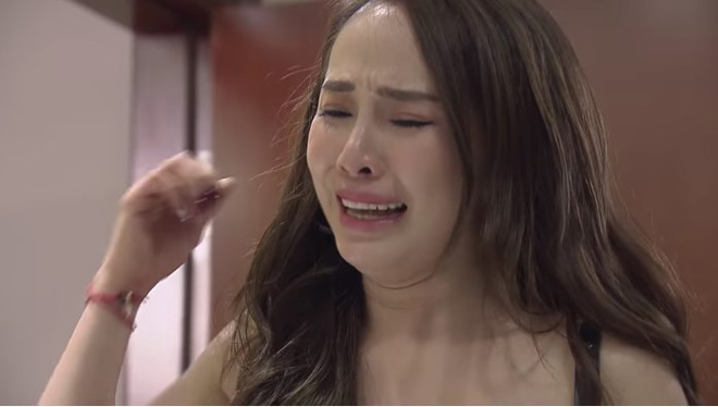 Trở lại màn ảnh hậu ly hôn, Quỳnh Nga liên tục bị netizen chê diễn đơ, thiếu cảm xúc trong Về nhà đi con - Ảnh 2.