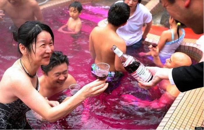 Spa tắm rượu vang độc đáo có một không hai tại Nhật Bản