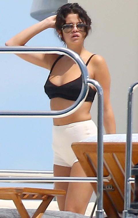 """Có ai như Selena Gomez, cứ mặc bikini là gây sốt: Lúc body nuột """"nóng mắt"""", khi kém chuẩn vẫn đẹp nức lòng - Ảnh 7."""