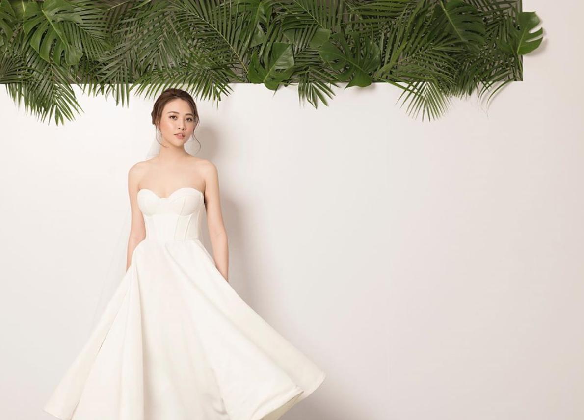 Đàm Thu Trang tung thêm ảnh cưới, khoe trọn lưng trần gợi cảm trước ngày trọng đại - Ảnh 3.