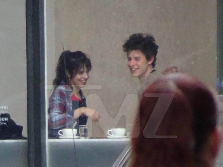 Ảnh hôn nhau bản full không che của Shawn Mendes và Camila đã xuất hiện, giờ có chối nữa fan cũng không tin! - Ảnh 2.