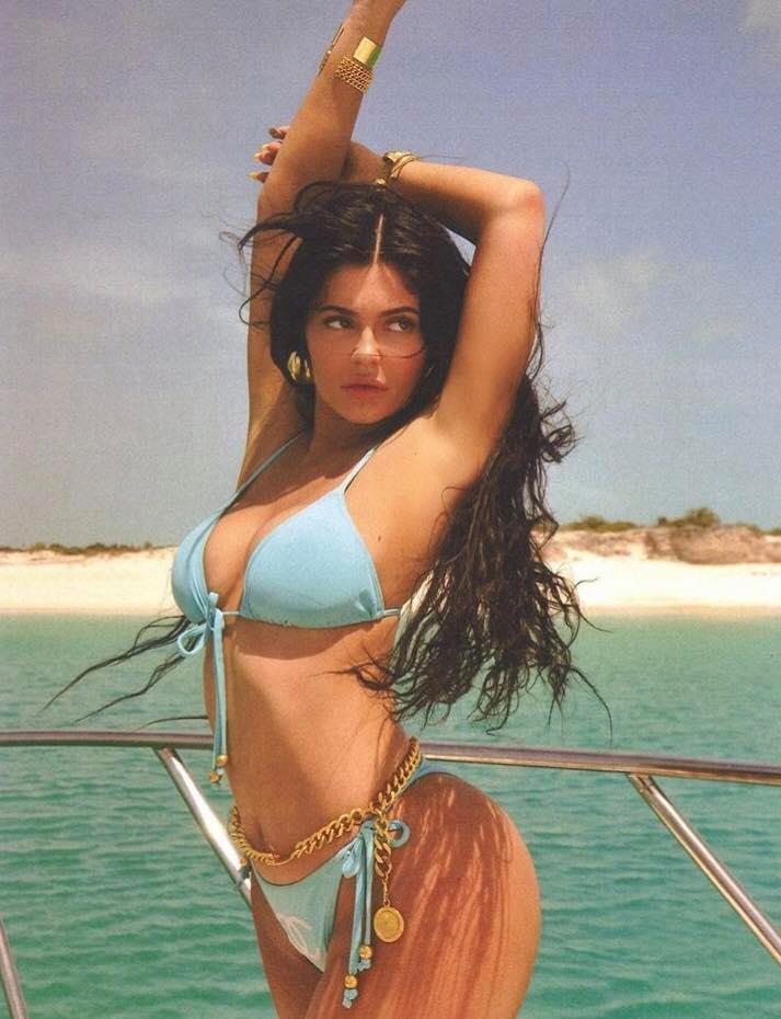 Khoe hết cỡ body gái một con trông mòn con mắt, sắc vóc và thần thái của Kylie Jenner đã đạt đến ngưỡng đỉnh cao - Ảnh 3.