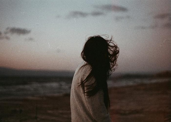 Đừng để tình yêu bắt đầu trong lặng thinh và chết đi trong thầm lặng, bởi trong chúng ta ai cũng xứng đáng được yêu một cách đàng hoàng và rõ ràng