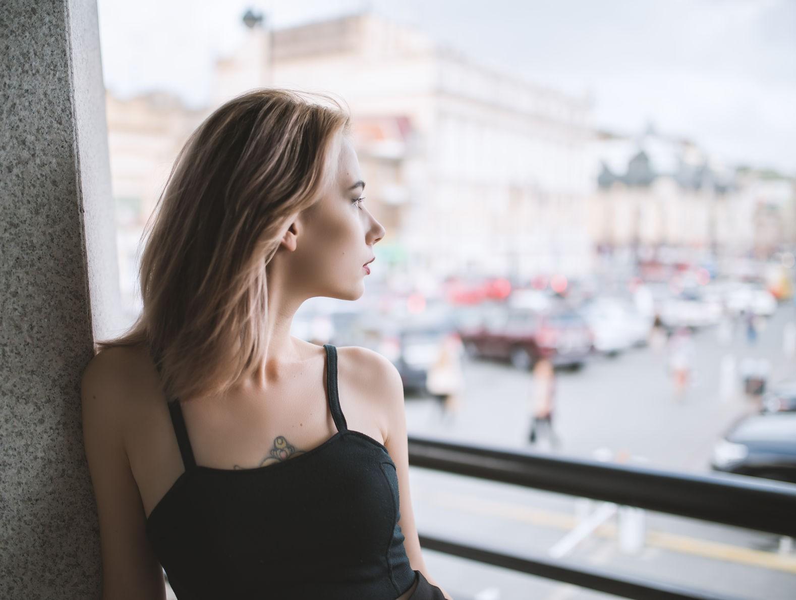 Hàng loạt nguyên nhân chẳng ngờ đến khiến da mặt của bạn ngày càng chảy xệ, lão hóa sớm - Ảnh 5.