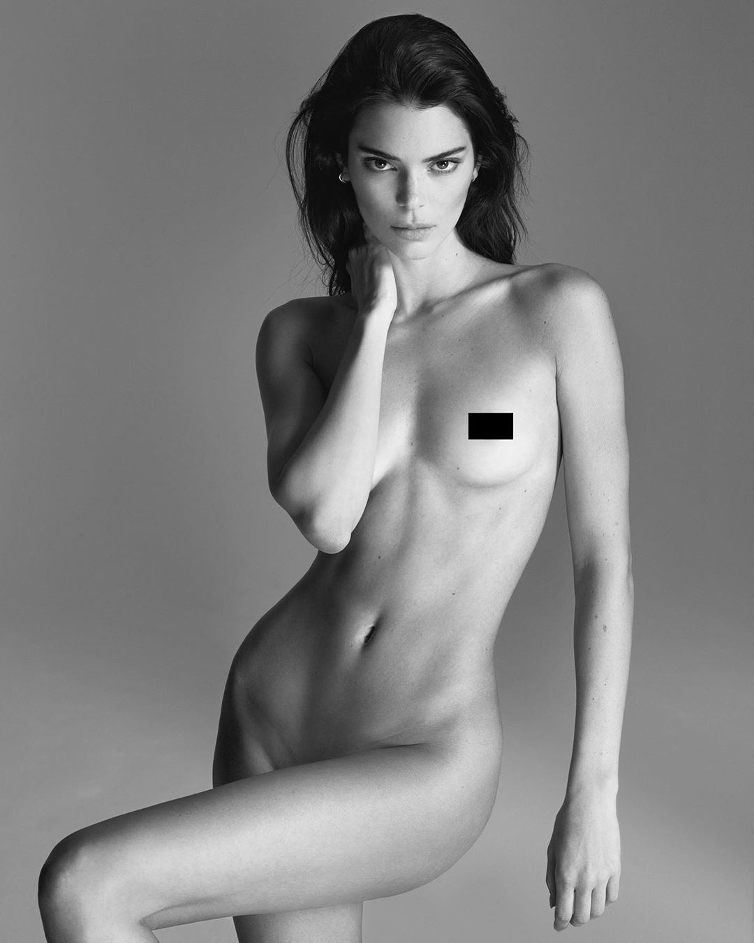 Ảnh nude toàn tập nhận 2,9 triệu like sau 2 tiếng của nàng mẫu 9x Kendall Jenner: Đẹp ná thở, body 0% mỡ thừa - Ảnh 1.