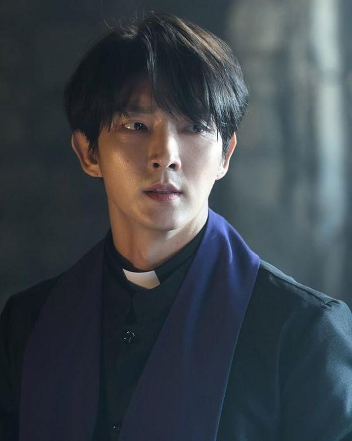 IU như cao… 1m80 nhờ bí kíp này, đẹp đôi với Lee Jun Ki như thuở 'Người tình ánh trăng'