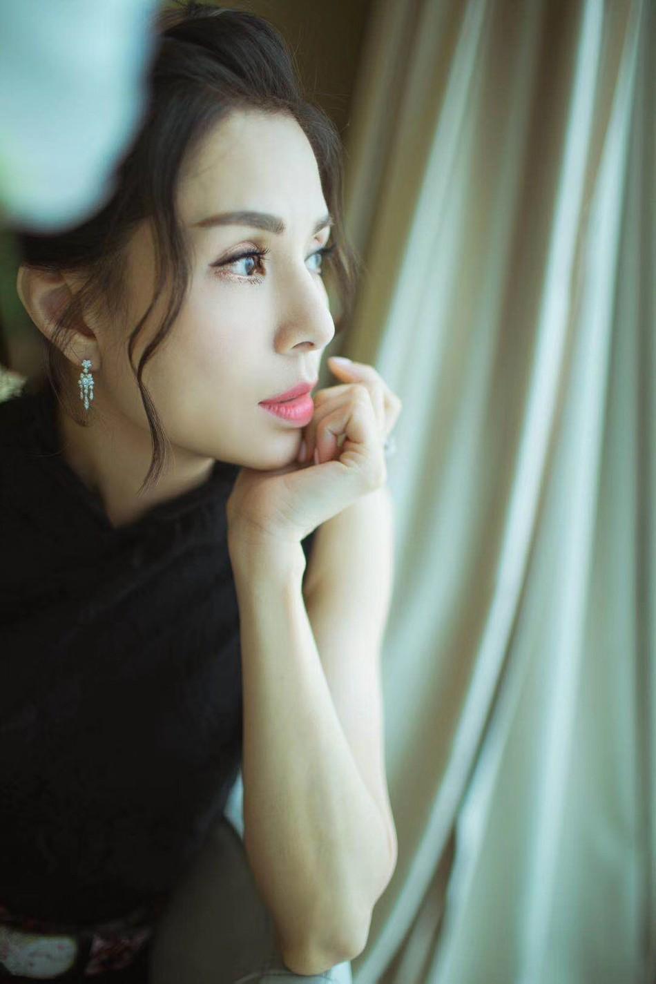 Tiểu Long Nữ độc thân đắt giá nhất Cbiz Lý Nhược Đồng: U50 vẫn đẹp đỉnh cao, mãi chẳng chịu chống lầy - Ảnh 2.