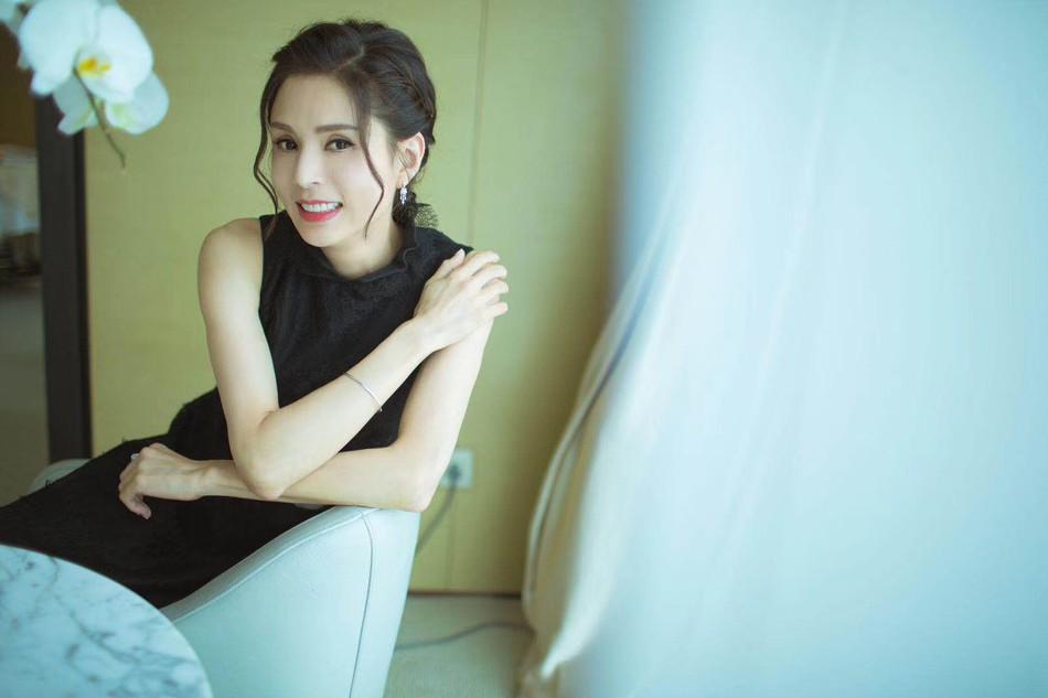 Tiểu Long Nữ độc thân đắt giá nhất Cbiz Lý Nhược Đồng: U50 vẫn đẹp đỉnh cao, mãi chẳng chịu chống lầy - Ảnh 3.