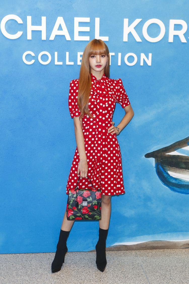 Lisa (Black Pink) diện váy vóc bánh bèo điệu đà: Nghe tưởng vô lý nhưng hóa ra lại rất hợp lý! - Ảnh 5.