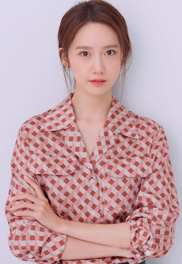 YoonA (SNSD) tung bộ ảnh mới, Knet lập tức trầm trồ: 'Nếu bây giờ cô ấy debut làm tân binh cũng chẳng có vấn đề gì' 2