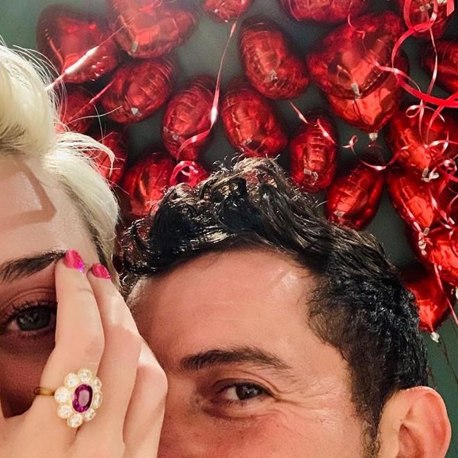 Những đám cưới được mong chờ nhất Hollywood 2019: Người khoe nhẫn kim cương, người tấp nập chuẩn bị hôn lễ - Ảnh 7.