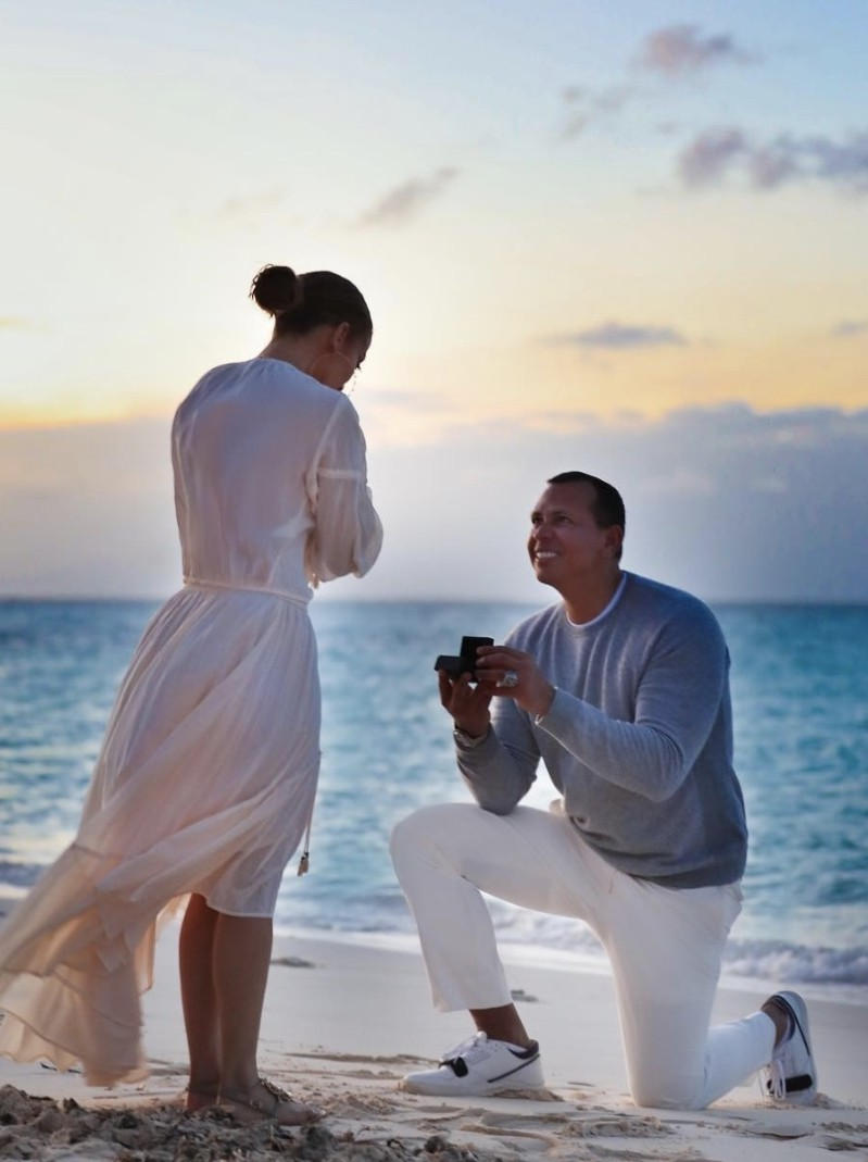 Những đám cưới được mong chờ nhất Hollywood 2019: Người khoe nhẫn kim cương, người tấp nập chuẩn bị hôn lễ - Ảnh 9.