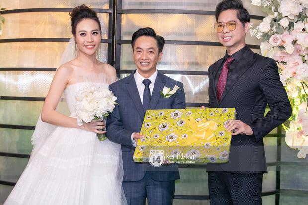 Dàn sao Việt đổ bộ đám cưới Đàm Thu Trang và Cường Đô La: Hoa hậu Kỳ Duyên và Diệp Lâm Anh hội ngộ, Phan Thành lẻ bóng - Ảnh 8.