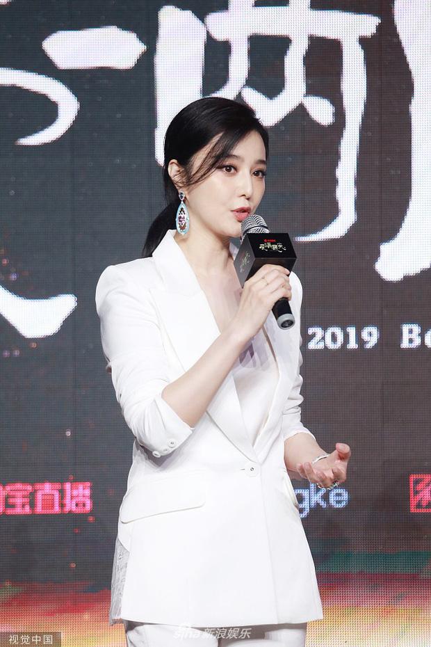 Phạm Băng Băng xuất hiện tại sự kiện chớp nhoáng vẫn giành spotlight, canh tranh gay gắt với Đổng Tuyền, Huỳnh Thánh Y - Ảnh 1.
